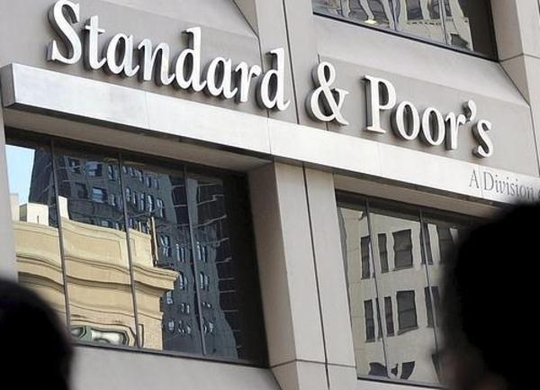 S&P mejora rating de España