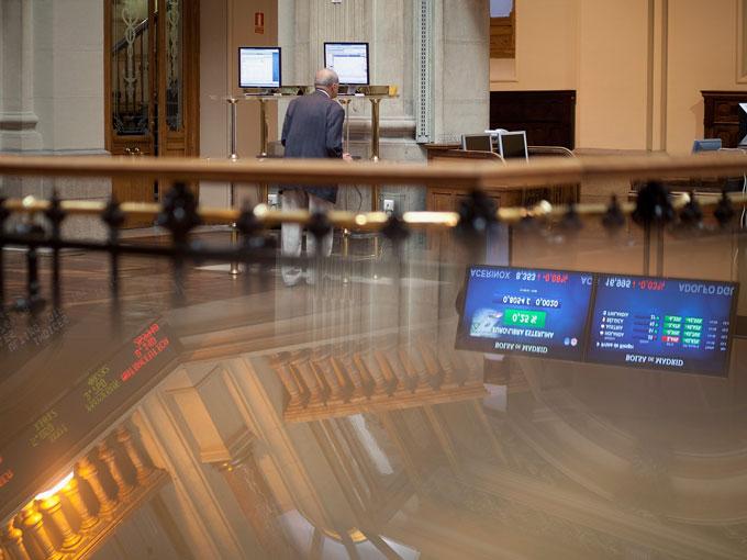 El IBEX cierra en 10.755 y espera ya a Draghi